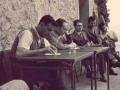 1951 seduto al tavolo - Rossena