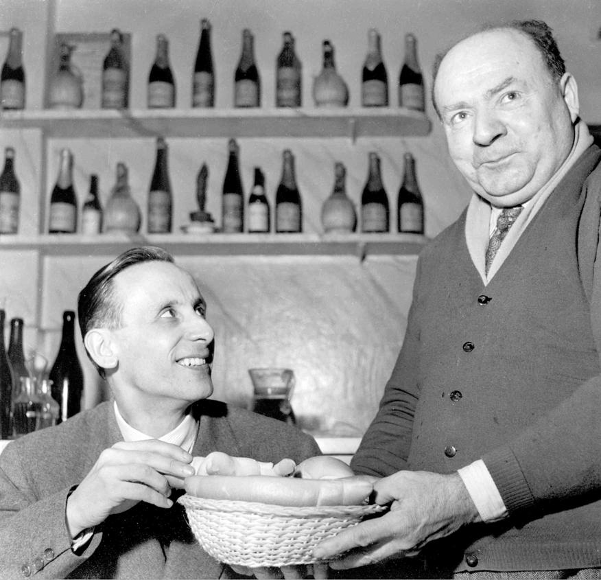 1955 con il sig Spiga alla sua Trattoria - Bologna