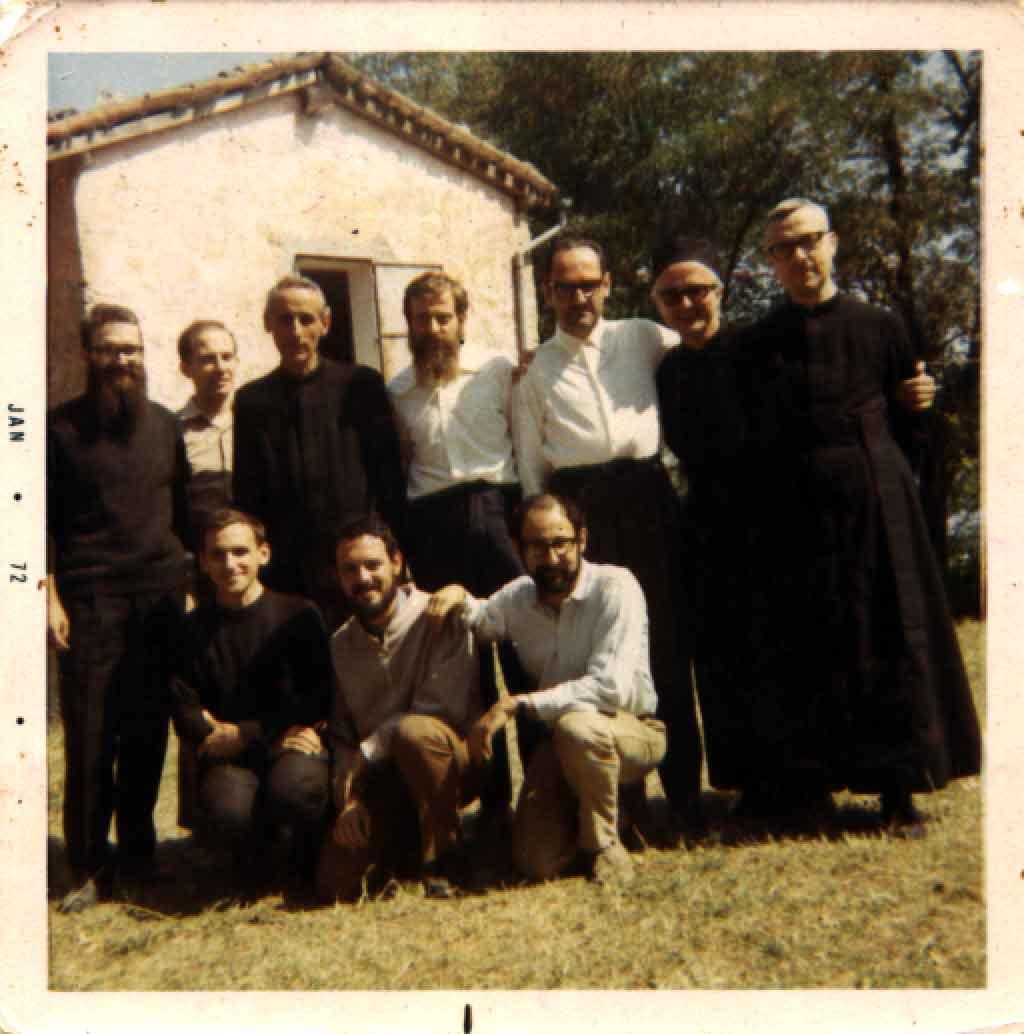 1971 06 Gruppo dei fratelli pochi mesi prima del trasferimento in Terra Santa - S. Antonio, Monteveglio