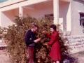 O 1976 Anastasio e sua sorella: giardino e ingresso prima casa Gerico